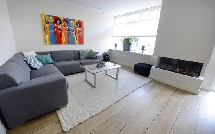 Foto 3 woonkamer:  Woonkamer door Anne-Carien Interieurarchitect