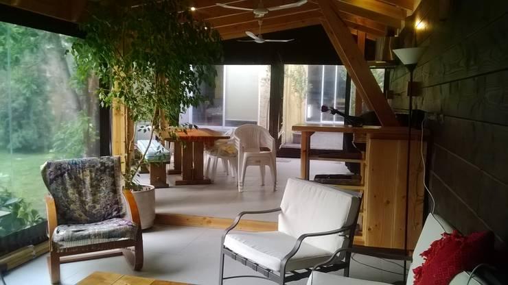 Rustic style balcony, veranda & terrace by Secrea Rustic