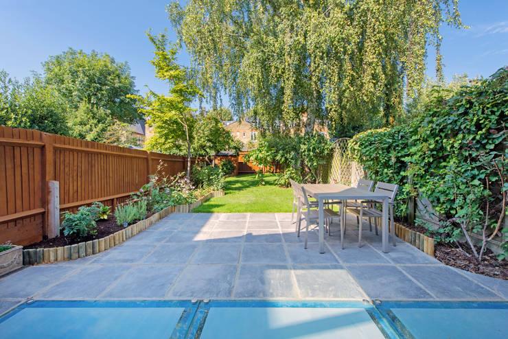 House Renovation Lysia Street, Fulham SW6:  Garden by APT Renovation Ltd