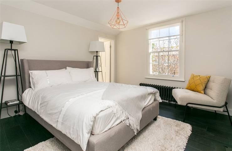 Phòng ngủ by APT Renovation Ltd