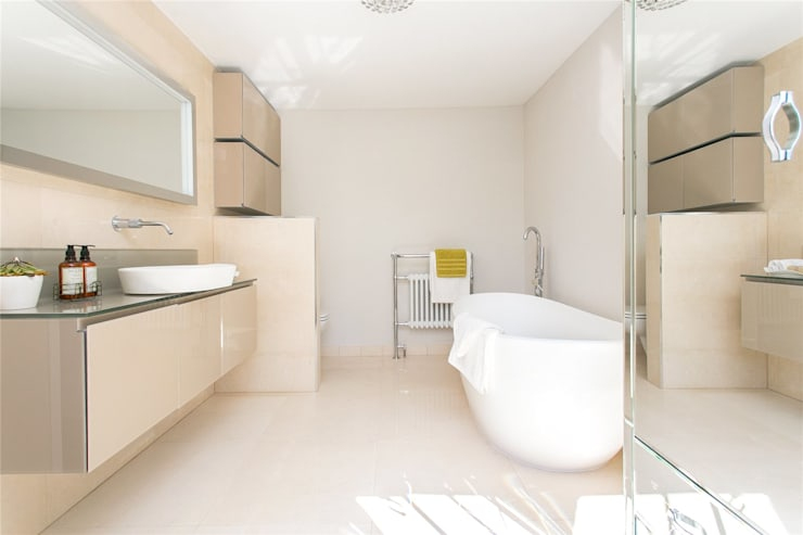 Lillieshall Road, London, SW4:  Bathroom by APT Renovation Ltd