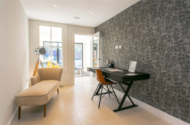 Lillieshall Road, London, SW4:  Living room by APT Renovation Ltd