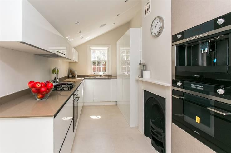Lillieshall Road, London, SW4: modern Kitchen by APT Renovation Ltd