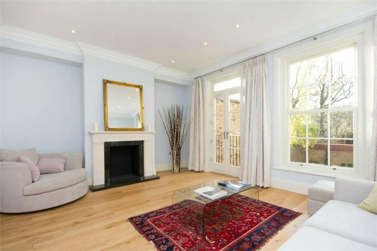 Hammersmith Grove, London, W6:  Living room by APT Renovation Ltd