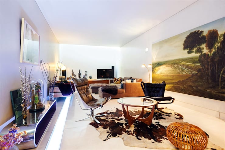 Fashion Street, E1:  Living room by APT Renovation Ltd