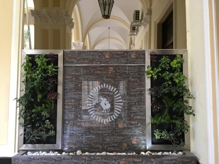 CASCADA Y JARDIN VERTICAL - PFA - FINAL:  de estilo  por BIANCHI ARQUITECTURA INTERIOR