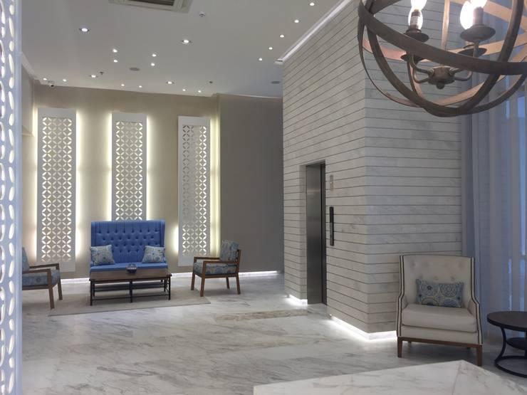 Sala de espera: Pasillos y vestíbulos de estilo  por Ecologik, Moderno