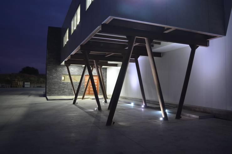 OFICINAS EXPAFRUIT CHILE: Oficinas y Comercios de estilo  por HERNÁN MARTÍNEZ ARQUITECTOS