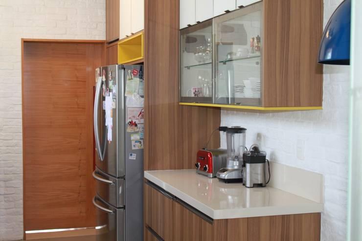 Apartamento em Ipanema: Cozinhas  por Rafael Mirza Arquitetura