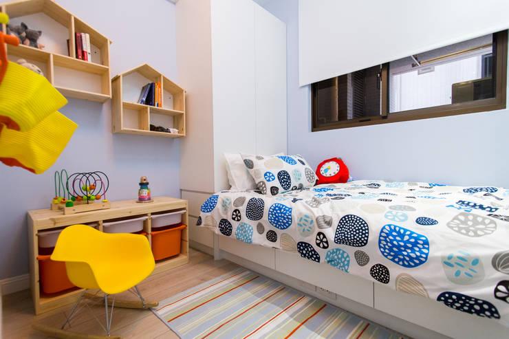 Nursery/kid's room by 宅即變空間微整形