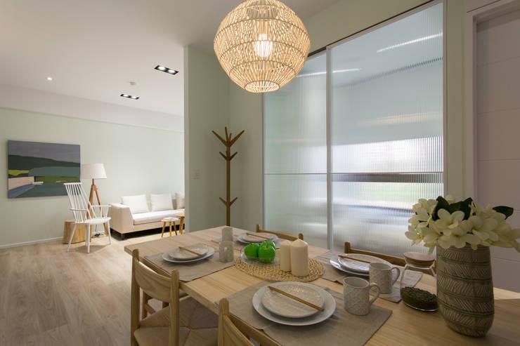 豐悅城-木質風:  餐廳 by 宅即變空間微整形