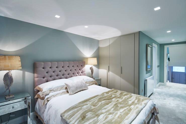 Wolverton Gardens, W6:  Bedroom by APT Renovation Ltd