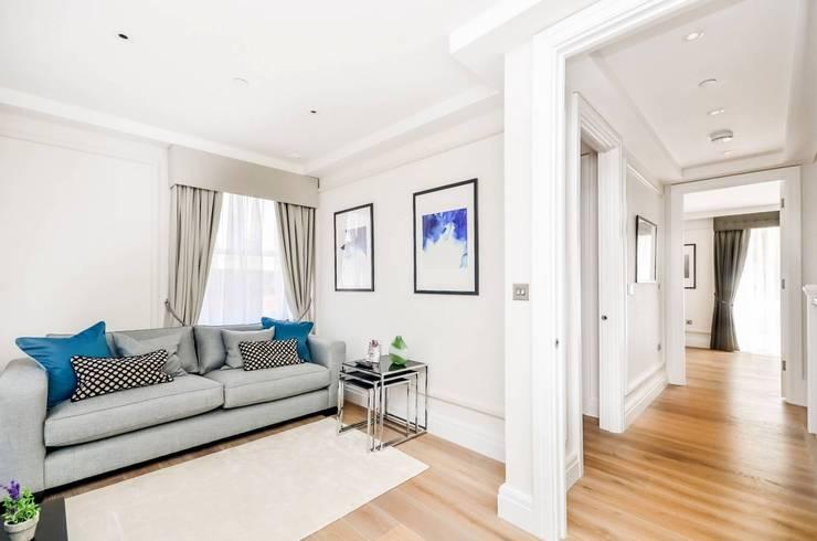 Sulivan Road, Hurlingham, SW6:  Living room by APT Renovation Ltd