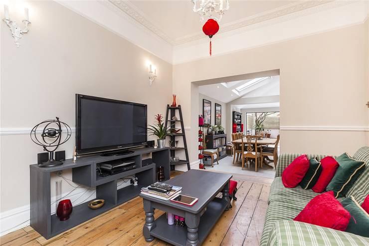Chesilton Road, Fulham, SW6: modern Living room by APT Renovation Ltd
