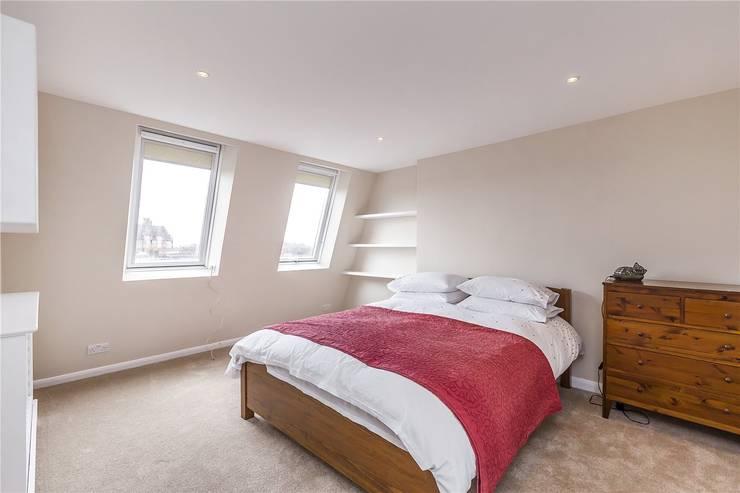 Chesilton Road, Fulham, SW6:  Bedroom by APT Renovation Ltd