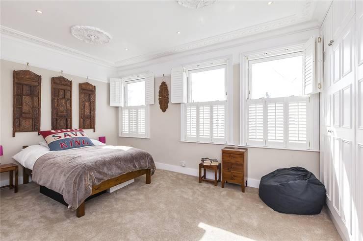 Chesilton Road, Fulham, SW6: modern Bedroom by APT Renovation Ltd