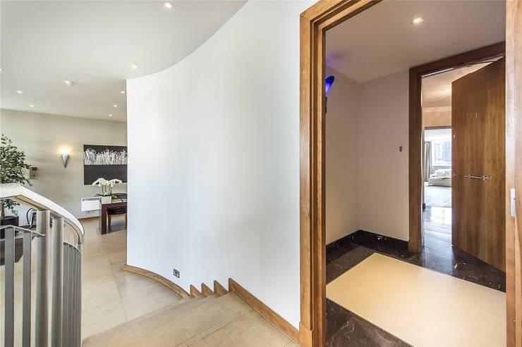 The Icon, Grosvenor Road, London, SW1V:  Corridor & hallway by APT Renovation Ltd