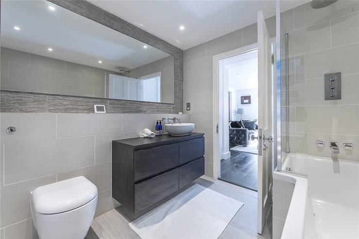 Victoria Square, London SW1W:  Bathroom by APT Renovation Ltd