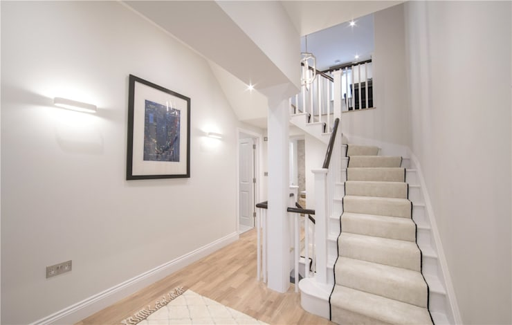 Wellington St Johns Wood NW1:  Corridor & hallway by APT Renovation Ltd