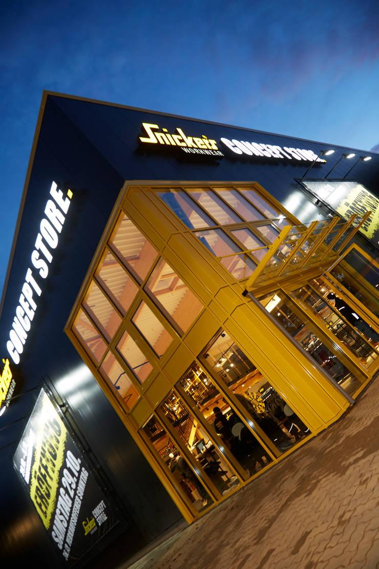 Snickers Workwear Store in Kaltenkirchen von bksn architektur ...