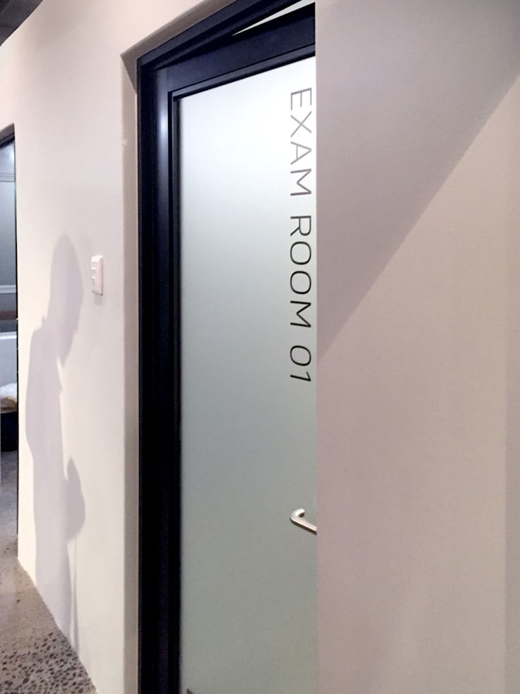 Medical Suite 1:  Hospitals by Black Canvas Architectural Interiors