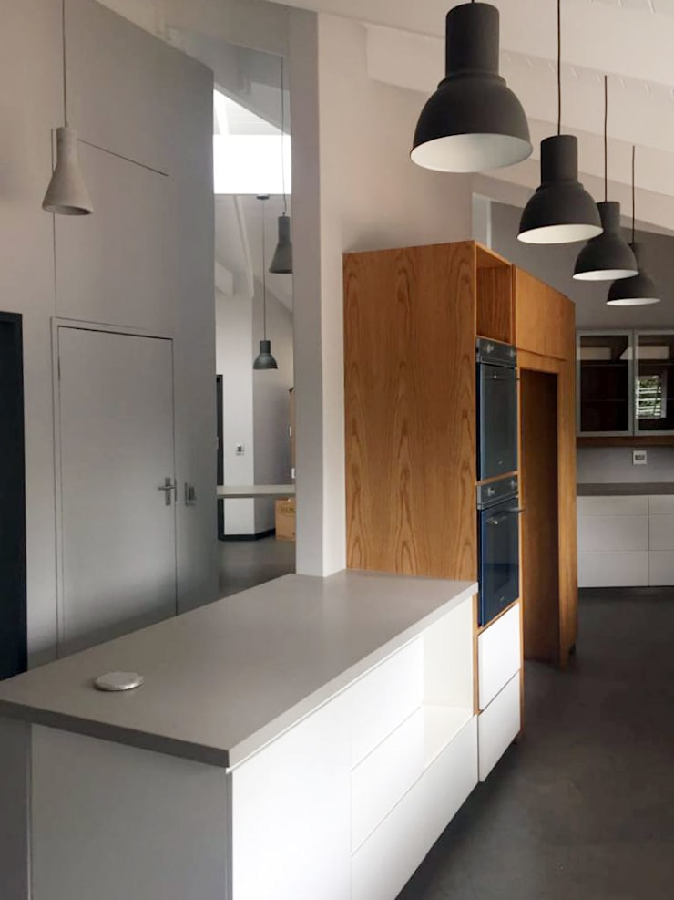 House Faerie Glen:  Kitchen by Black Canvas Architectural Interiors, Scandinavian