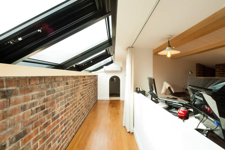 화이트 인테리어 White Interior: 골방디자인의  다이닝 룸,