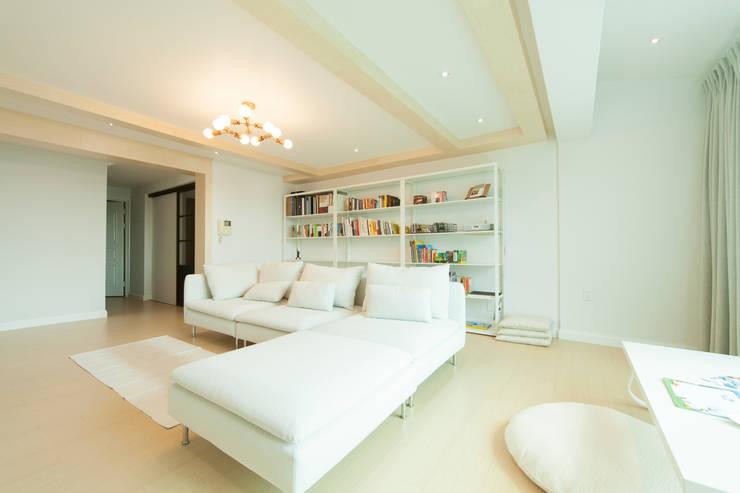Salas / recibidores de estilo  por 골방디자인, Moderno