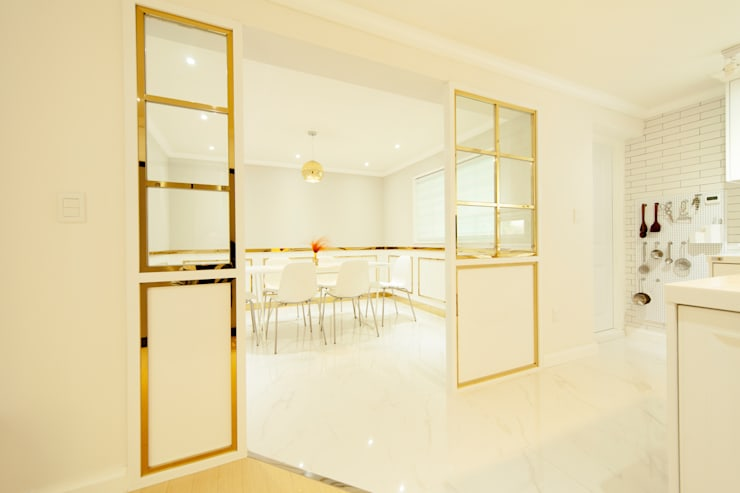 화이트 인테리어 White Interior: 골방디자인의  복도 & 현관,