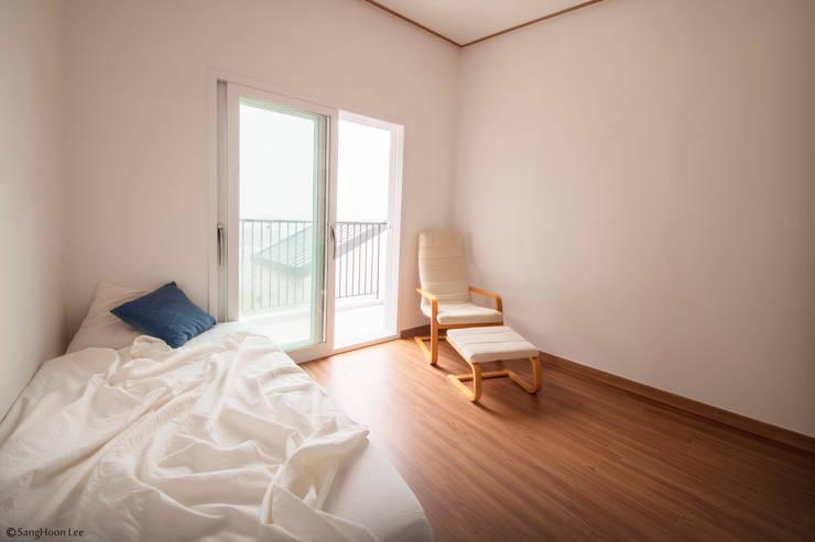 문봉동 세마당집(호호당): 디자인 인사이트 (DESIGN INSITE)의  침실
