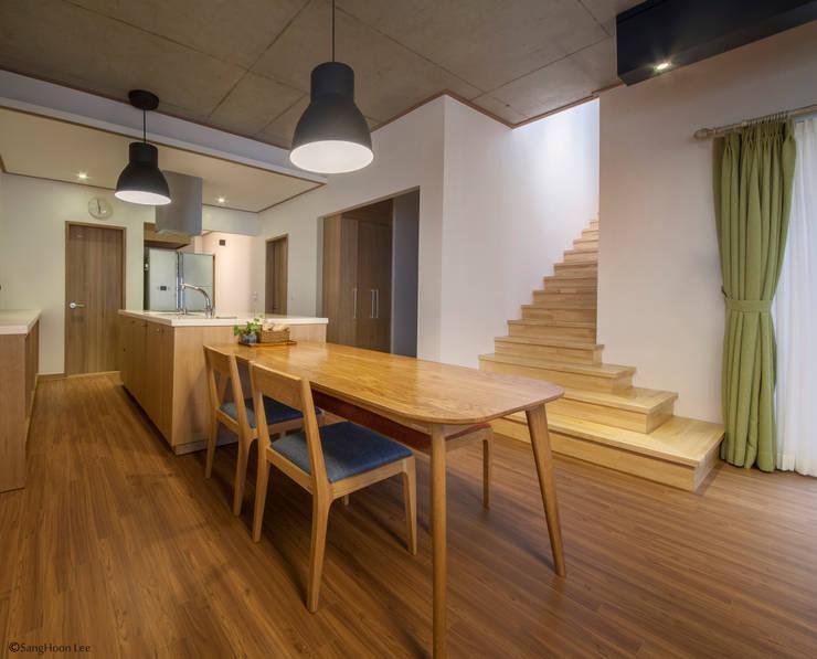문봉동 세마당집(호호당): 디자인 인사이트 (DESIGN INSITE)의  다이닝 룸