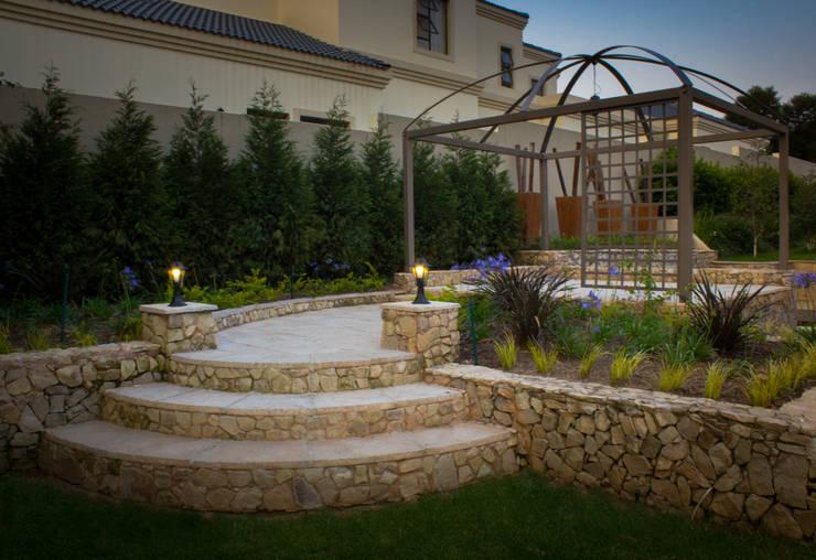 Rogers - Pool area:  Garden by The Friendly Plant (Pty) Ltd