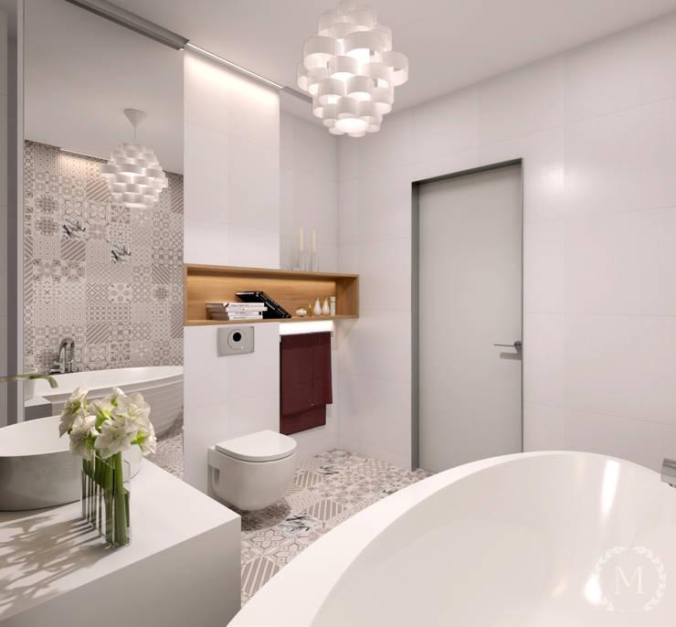 Baños de estilo minimalista de 'Студия дизайна Марины Кутеповой' Minimalista Cerámico