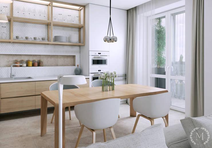 Cocinas de estilo minimalista de 'Студия дизайна Марины Кутеповой' Minimalista Madera Acabado en madera