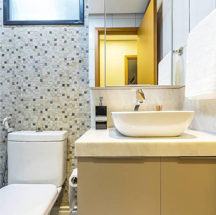 Banheiro: Banheiro  por Criare Móveis Planejados