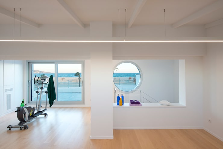 Ginásios minimalistas por HD Arquitectura d'interiors