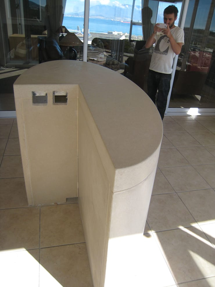 Van Niekerk bar counter under construction:  Dining room by Stoneform Concrete Studios, Modern Concrete