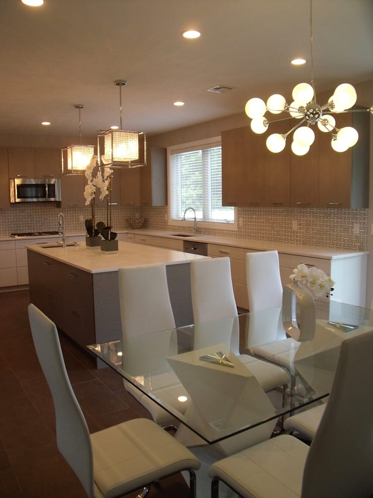 New Coastal Kitchen: modern Kitchen by Kitchen Krafter Design/Remodel Showroom