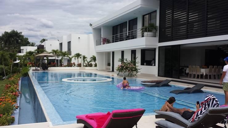 """Casa Campestre Condominio """"El Peñon"""" Girardot / Tel: 3125831655: Casas de estilo minimalista por Construcciones Cubicar S.A.S"""