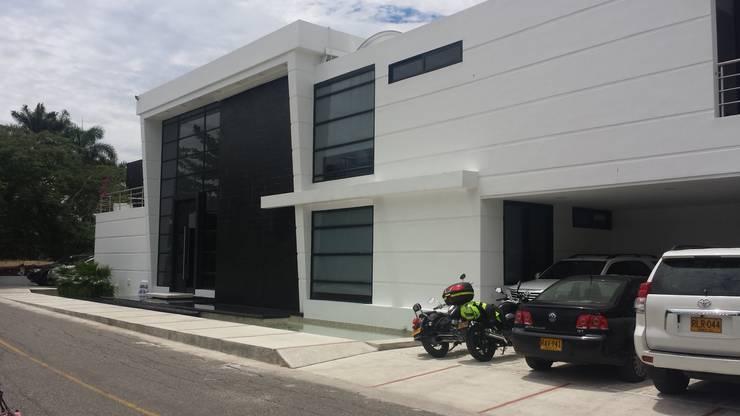 Casa Campestre Condominio <q>El Peñon</q> Girardot / Tel: 3125831655: Casas de estilo minimalista por Construcciones Cubicar S.A.S
