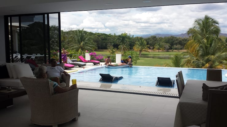 """Casa Campestre Condominio """"El Peñon"""" Girardot / Tel: 3125831655: Piscinas de estilo  por Construcciones Cubicar S.A.S"""