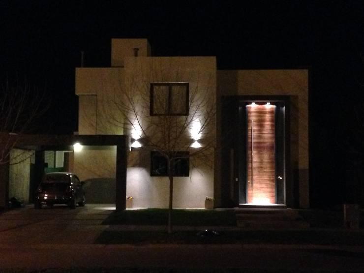 VIVIENDA VISTAPUEBLO III: Casas de estilo  por Arq. Leticia Gobbi & asociados,