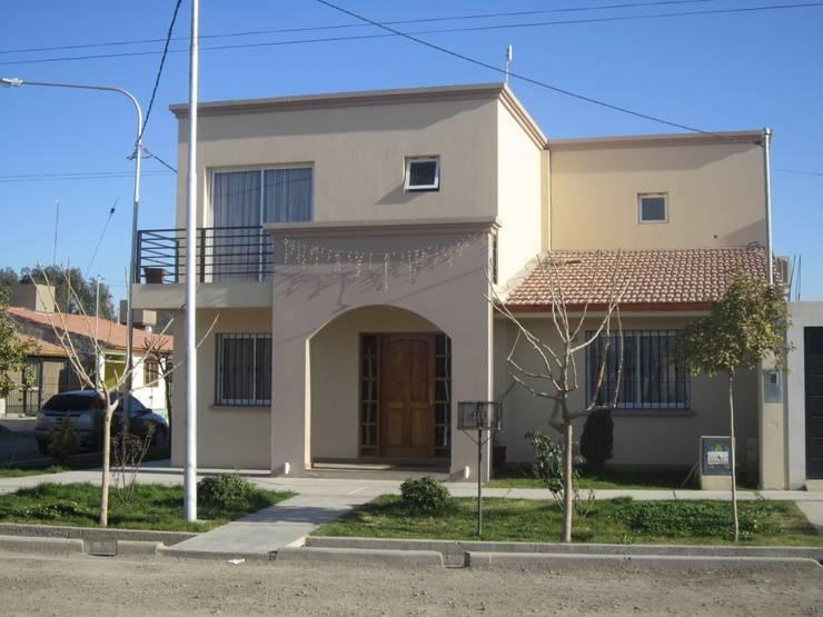Rumah by Arq. Leticia Gobbi & asociados