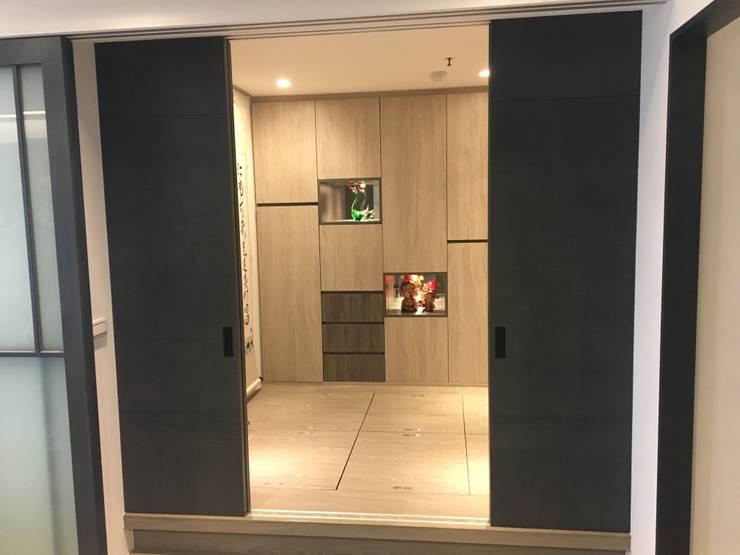 藝術品展示宅 13坪充分展現藝術品味:  書房/辦公室 by 捷士空間設計