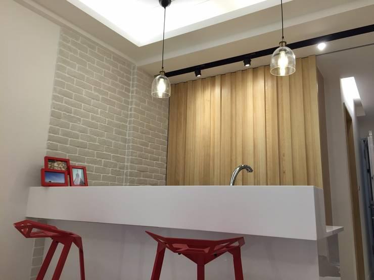 黑色與鐵件的混合搭配 溫馨愜意宅:  餐廳 by 捷士空間設計(省錢裝潢)