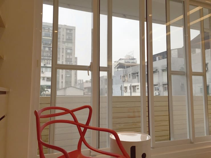 黑色與鐵件的混合搭配 溫馨愜意宅:  房子 by 捷士空間設計(省錢裝潢)