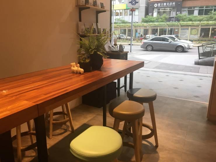諾馬連鎖咖啡廳 信義店:  餐廳 by 捷士空間設計(省錢裝潢)