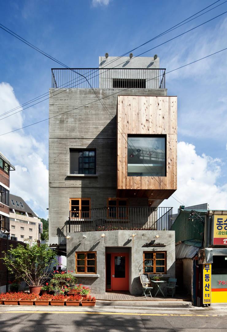 정면: (주)건축사사무소 모도건축의  주택,모던 콘크리트