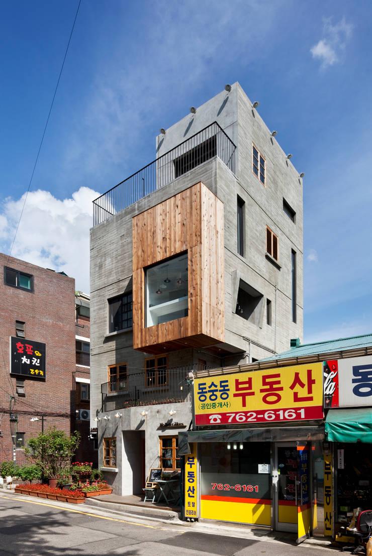 외부 전경: (주)건축사사무소 모도건축의  주택,모던 콘크리트