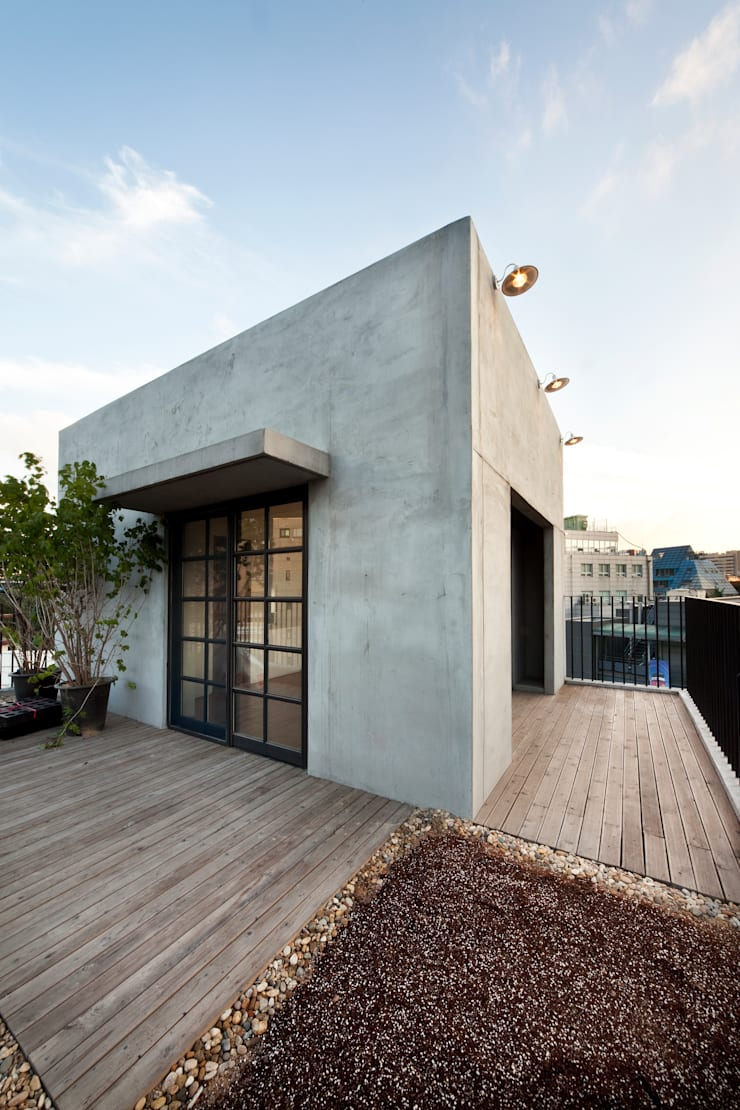 5층 옥상정원: (주)건축사사무소 모도건축의  주택,모던 콘크리트
